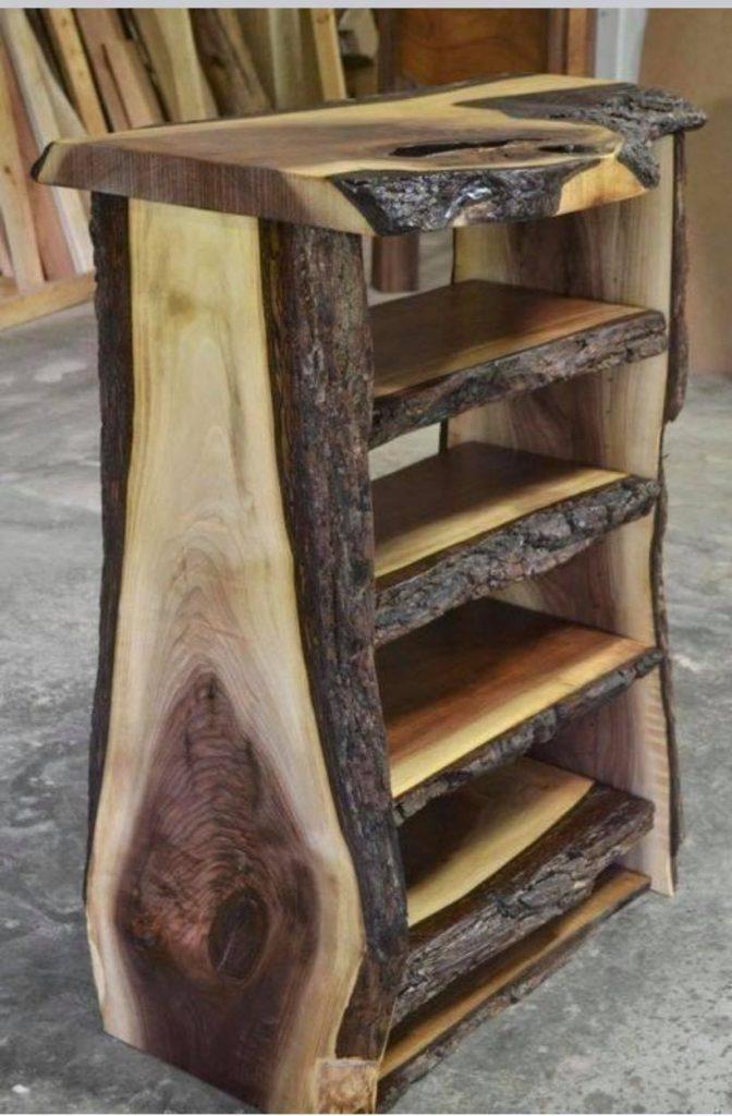 Meuble en bois réalisé par Joan Hubert, de l'entreprise l'arbre heureux.